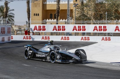 Diriyah FE: Mercedes' de Vries surges to dominant pole by over 0.6s