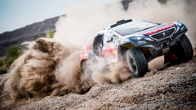 Dakar 2015: Peterhansel resta nella top ten