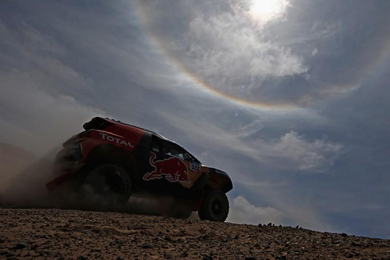Dakar, in Peugeot sale Cyril e scende Stephane