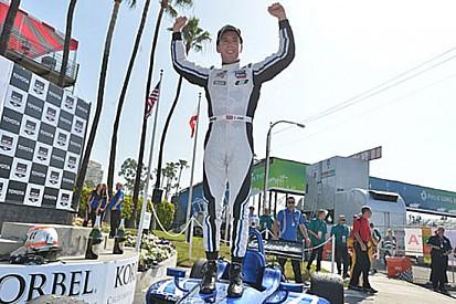 Jones regala al team Carlin la vittoria a Long Beach