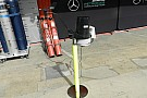 La Mercedes ha montato un anemometro in pit lane