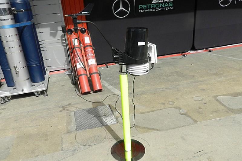 La Mercedes ha montato un anemometro in pit lane