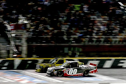 Kahne edges Jones in thrilling photo finish