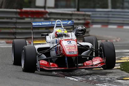 Dennis remporte son premier succès en F3 à Pau