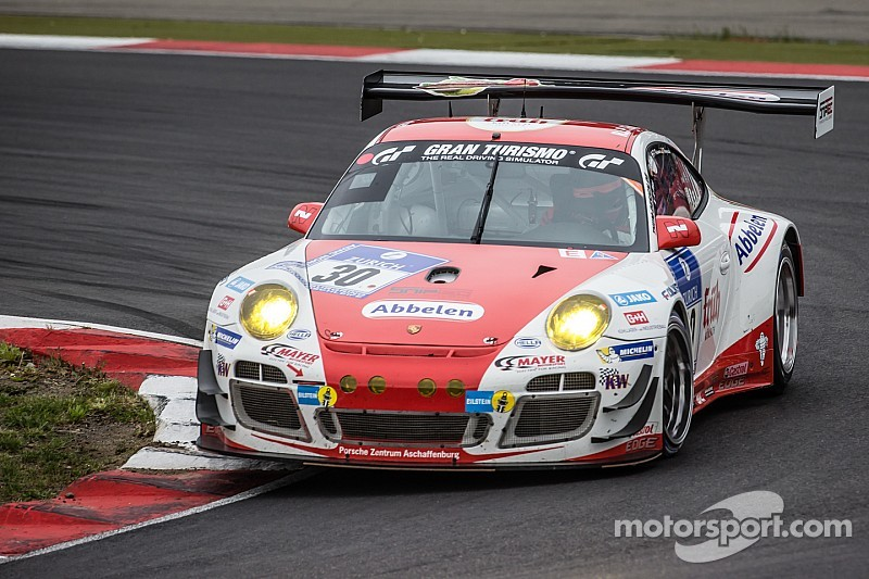 Nurburgring 24 Hours: Porsche takes lead, then crashes out