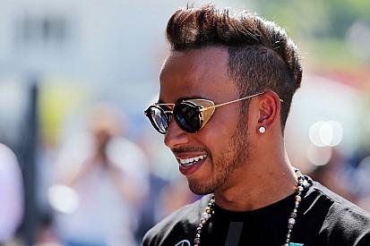 Hamilton renova por três anos com a Mercedes