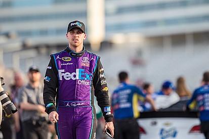 "Denny Hamlin conquista a pole na ""milha monstro"""