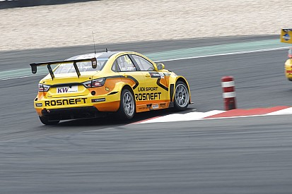 WTCC boss puts pressure on Lada duo