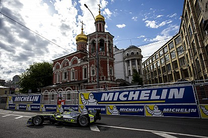 Moscow ePrix: Piquet extends points lead with win