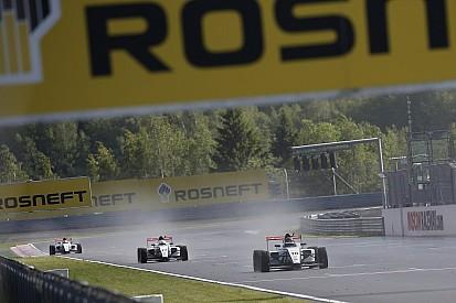 Хуовинен выиграл субботнюю гонку SMP Формулы 4