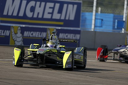Moscow smiles on Piquet Jr