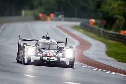 Essais Libres - Porsche entre les gouttes