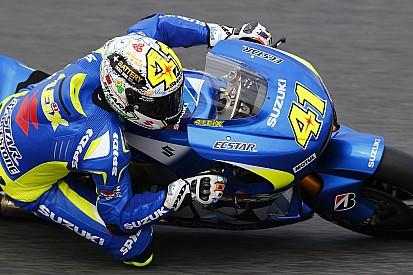 Suzuki domina e comanda a dobradinha com Espargaró na pole, com Vinãles em segundo