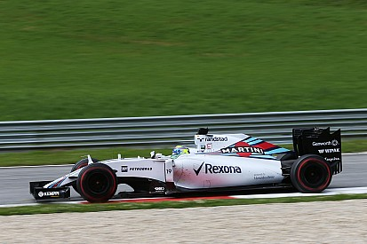 Feliz, Massa larga na segunda fila na Áustria