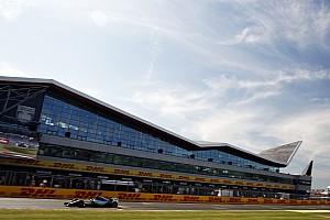 Fórmula 1 Relato do treino livre Em alta, Rosberg lidera sexta-feira na Inglaterra com Ferrari próxima