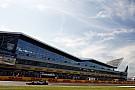 Em alta, Rosberg lidera sexta-feira na Inglaterra com Ferrari próxima