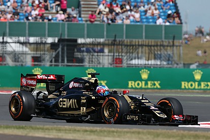 Машинам Lotus не хватает сцепления с трассой