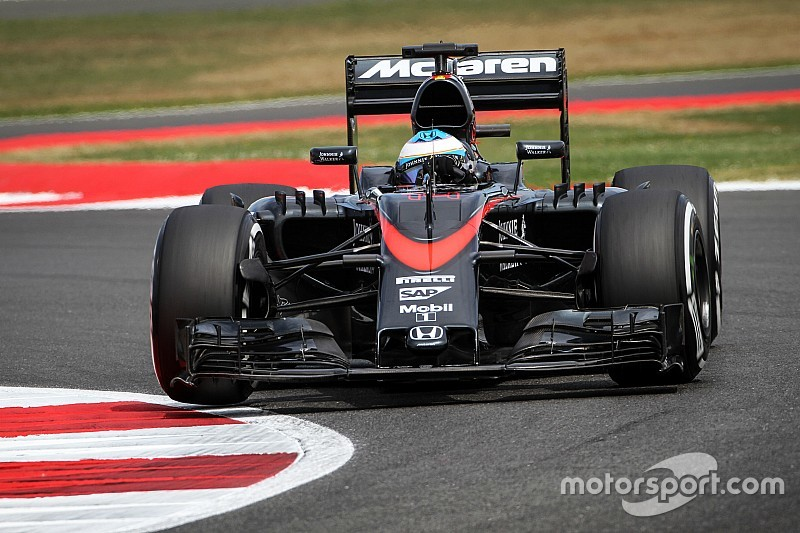McLaren reprimanded for Alonso tyre blunder