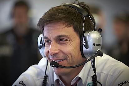 Mercedes aplaude la decisión de Hamilton
