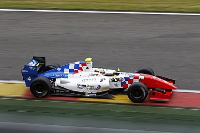Роуленд одержал победу в первой гонке