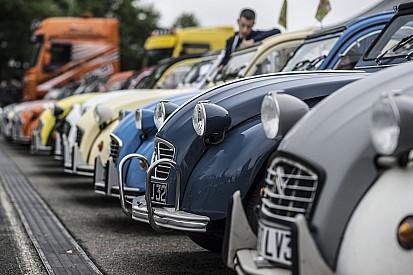 """Un rassemblement de plus de 7000 """"deudeuch"""" Citroën en Pologne!"""