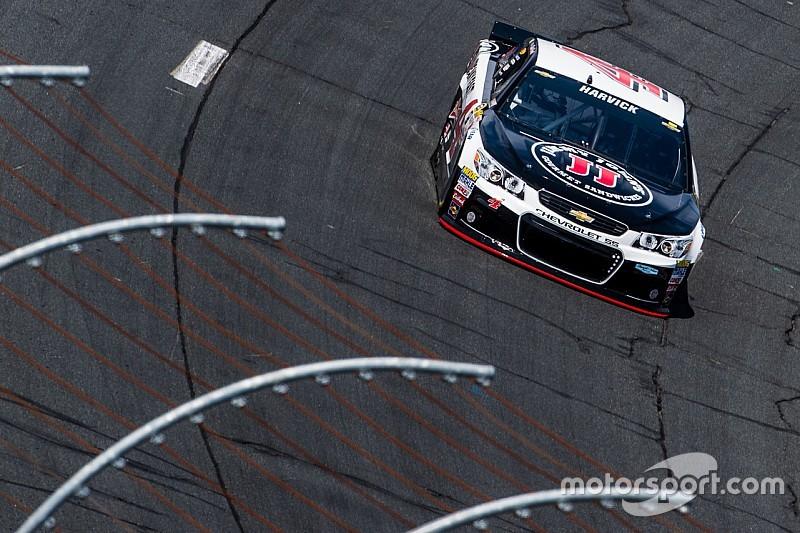 Harvick lidera práctica; Gordon pasa problemas en el garage