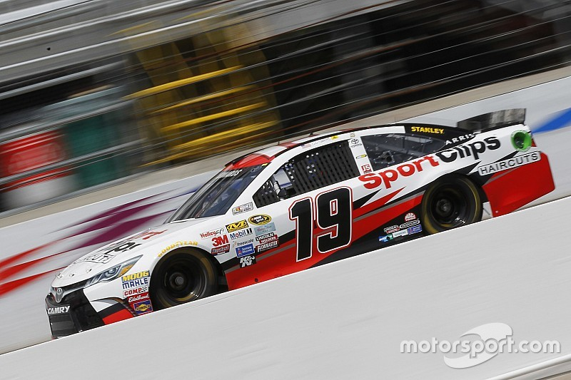 Edwards leads rain-shortened Happy Hour practice