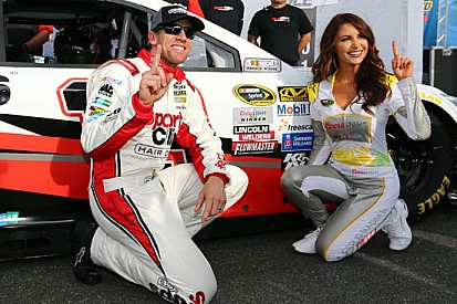 Carl Edwards in pole position in New Hampshire
