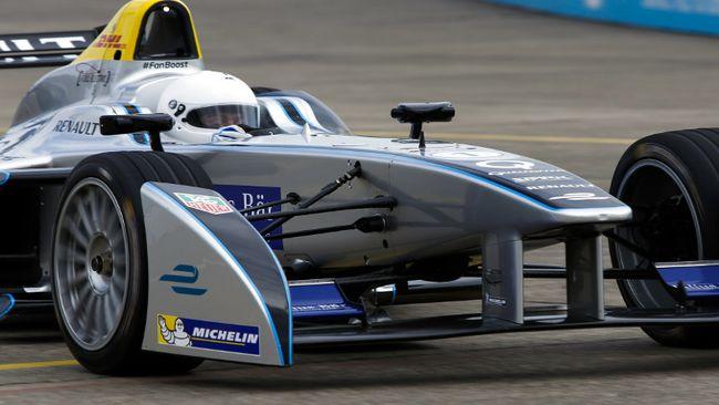 Il sindaco di Londra... guiderà la Spark-Renault!
