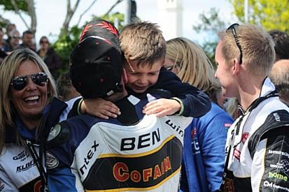 Ben e Tom Birchall trionfano nella gara di Sidecar
