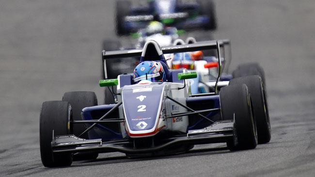 Hughes trasforma la pole in vitttoria in gara 1 a Spa