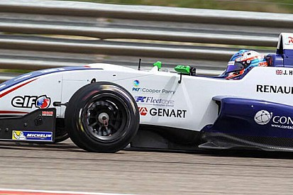 Jake Hughes si prende la pole di Gara 1 a Spa