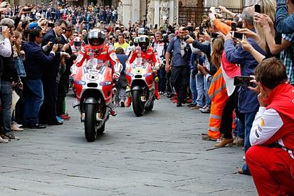 """Un """"Palio"""" speciale a Siena con le Ducati MotoGp"""