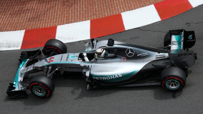 Hamilton centra la prima pole a Monaco