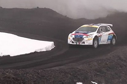 Paolo Andreucci scala l'Etna con la Peugeot 208 T16