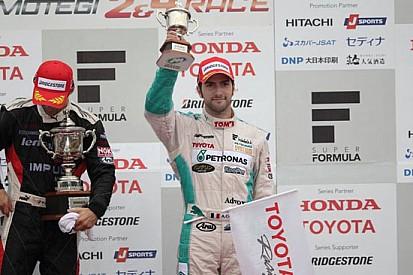 Andrea Caldarelli sul podio in Super Formula al Fuji