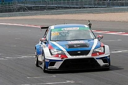 Stefano Comini si prende la vetta a Silverstone