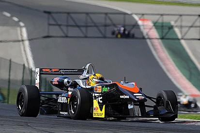Artur Janosz si prende la pole di Gara 1