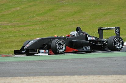 Piero Longhi trionfa in Gara 1