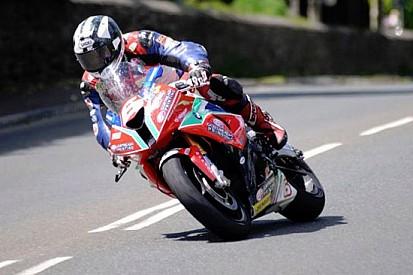 Bis di Michael Dunlop nella gara della Superstock