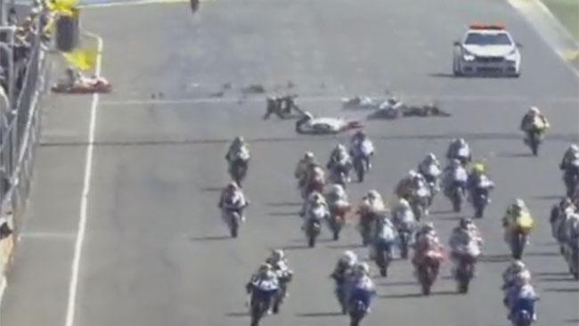 Terribile incidente al via del CEV Moto3 a Le Mans
