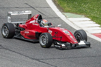 Perullo si prende la rivincita in gara 2 a Vallelunga