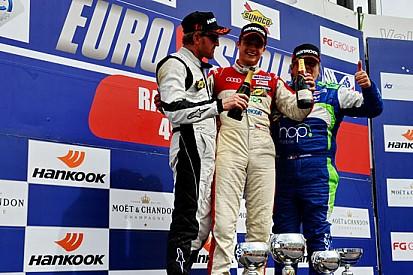 Tomas Kostka guida la tripletta Audi in gara 2