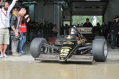La Lotus 97T in pista a Imola per celebrare Senna