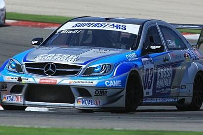 Donington, Libere 1: Biagi nella doppietta Mercedes