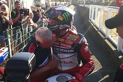 John McGuinness batte Michael Dunlop nel Senior TT!