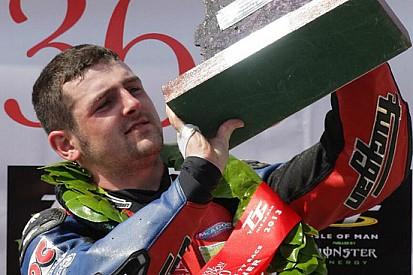 Michael Dunlop scatenato: tris nella Superstock!