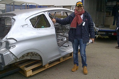 Andreucci ritira a Velizy la scocca Peugeot 208 R2