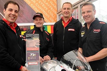 Dan Hegarty e Ian Mackman firmano con la Norton