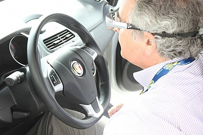 Occhio a dove si guarda mentre si è al volante!